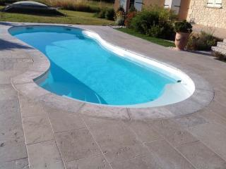 Margelles et plage de piscine en pierre dure de Dordogne Gris du banc 7