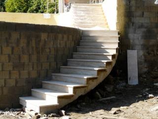 Montée d'escalier Travertin classic finition brossée