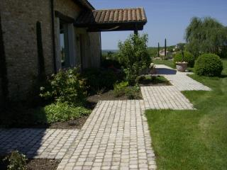 Pavés pierre dure de Dordogne format 10 x 10 finition roulée