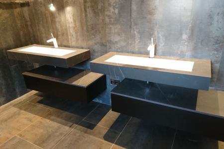 Vasques, receveurs de douche, revêtement mural, plans de toilette