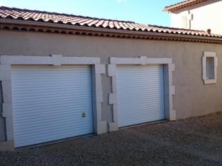 Encadrements harpages irréguliers sur facade enduite
