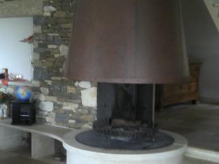 Création de cheminées centrales en pierre naturelle
