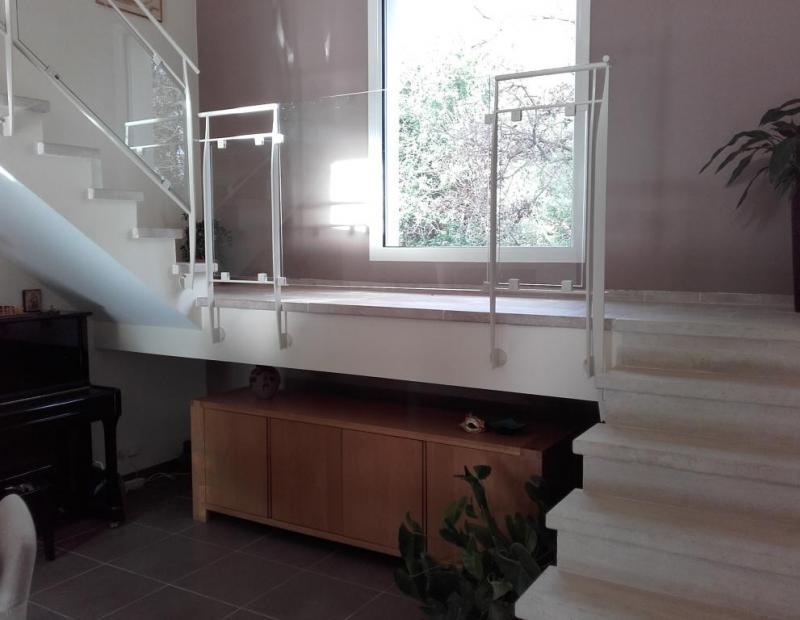 Escalier pierre en recouvrement paillasse béton