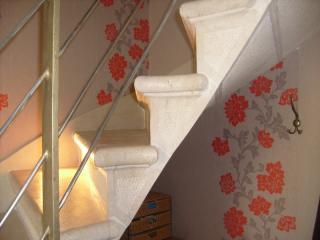 Détail escalier pierre massive a intrados continu bord boudin + filet