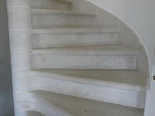 Détail plinthes rampantes arrondies pour escalier a vis