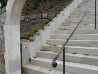 Escalier massif de jardin avec limon pierre