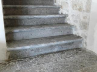Pierre dure de Dordogne en bande a suivre largeur 30/40/50 gris du banc 7 finition grenaillée brossée