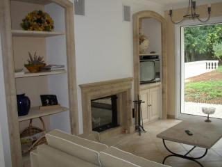 cheminée modèle DORDOGNE avec foyer fermé