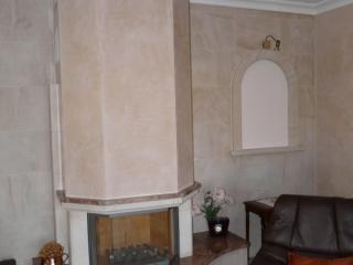 cheminée modèle NIMES avec foyer fermé