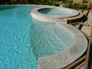 Margelle finition autenthique largeur 35 épaisseur 8 cm + intérieur de piscine