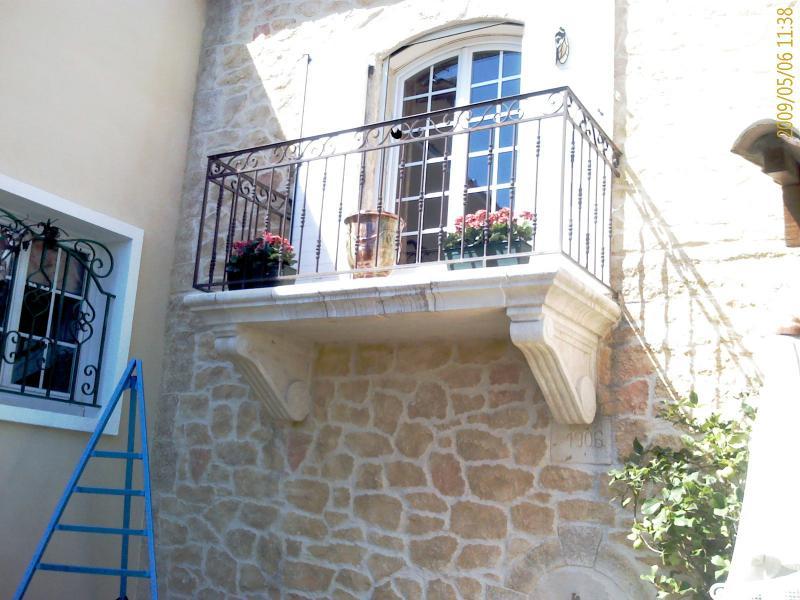 balustrade de balcon balustrade de balcon tle perfore barrires et gardecorps balcon grille. Black Bedroom Furniture Sets. Home Design Ideas