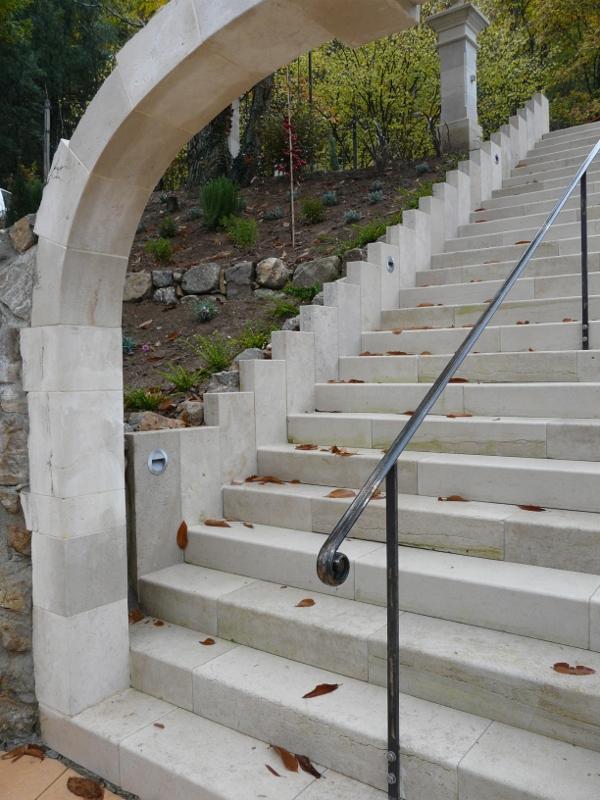 Escalier pierre massive - Vente Escaliers Nîmes Les Angles