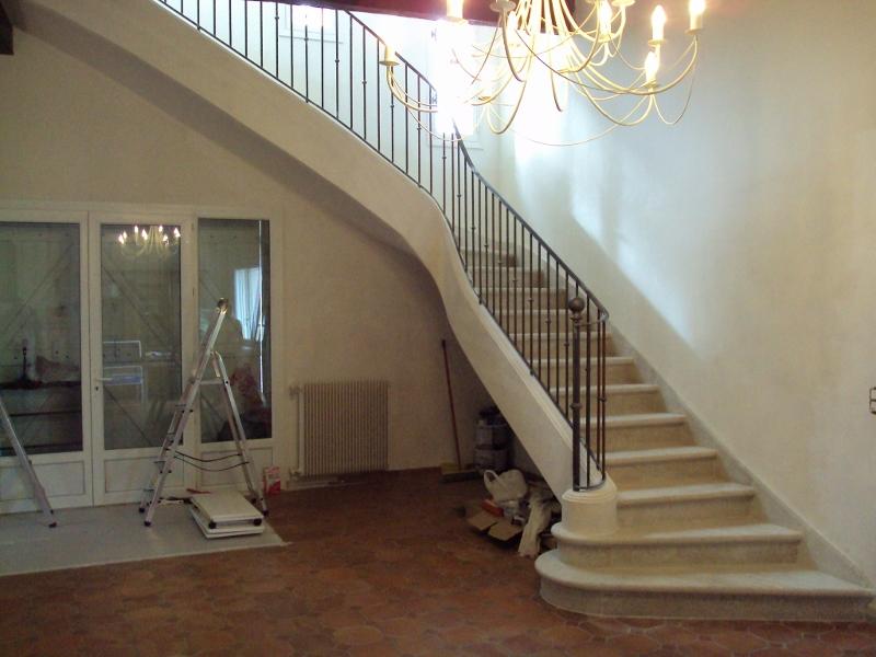 escalier sur vo te sarrasine en pierre vente escaliers n mes. Black Bedroom Furniture Sets. Home Design Ideas