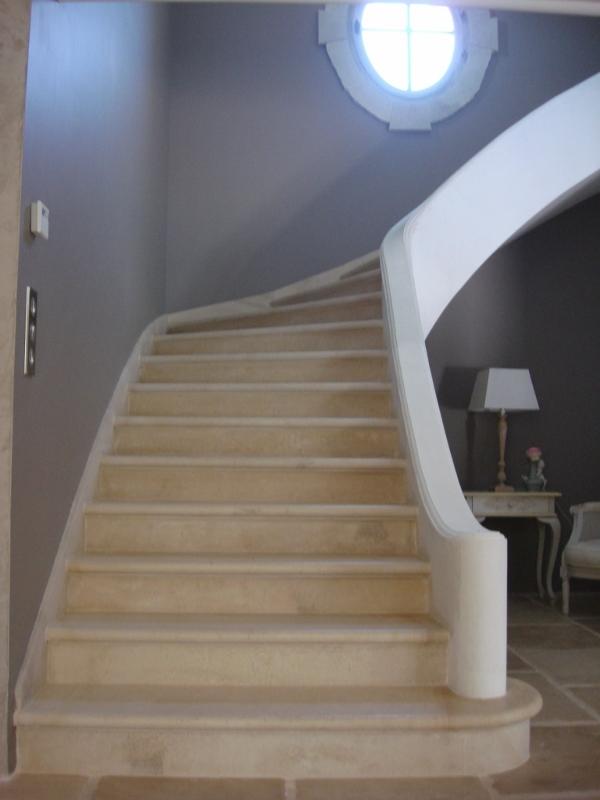 escalier sur vo te sarrasine en pierre pose escaliers n mes. Black Bedroom Furniture Sets. Home Design Ideas