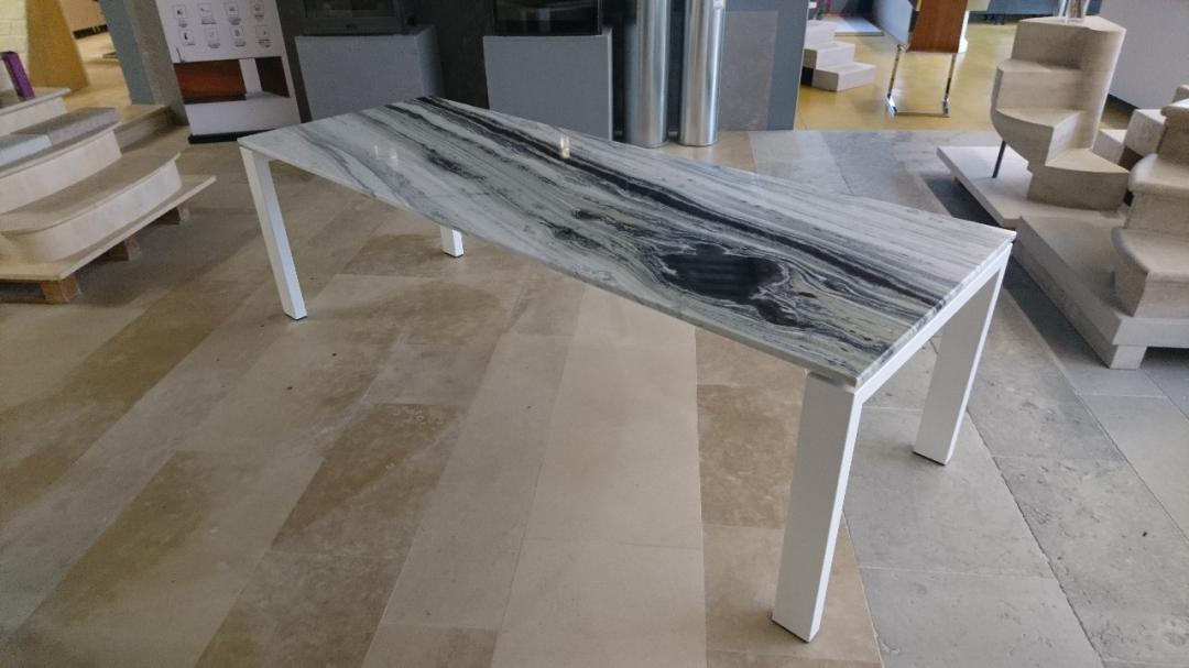 Tables en pierre sur mesure pose installation taille de for Table exterieur sur mesure