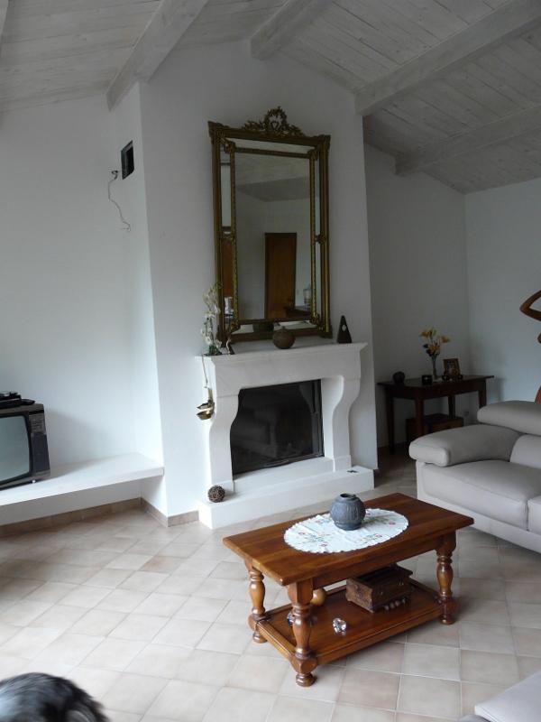 les chemin es murales en pierre pose installation chemin es n mes al s gard. Black Bedroom Furniture Sets. Home Design Ideas