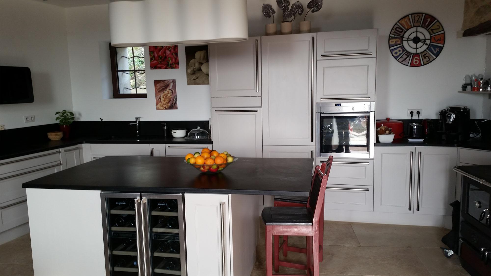plan de travail en granit plan de travail cuisine n mes. Black Bedroom Furniture Sets. Home Design Ideas